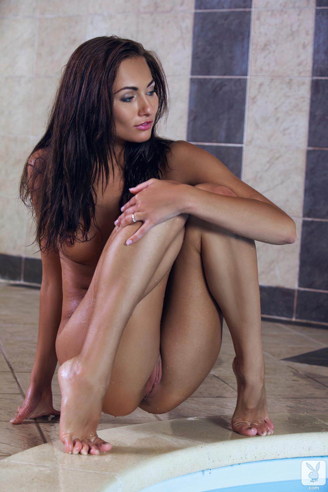 Michaela Isizzu Pelada (21)