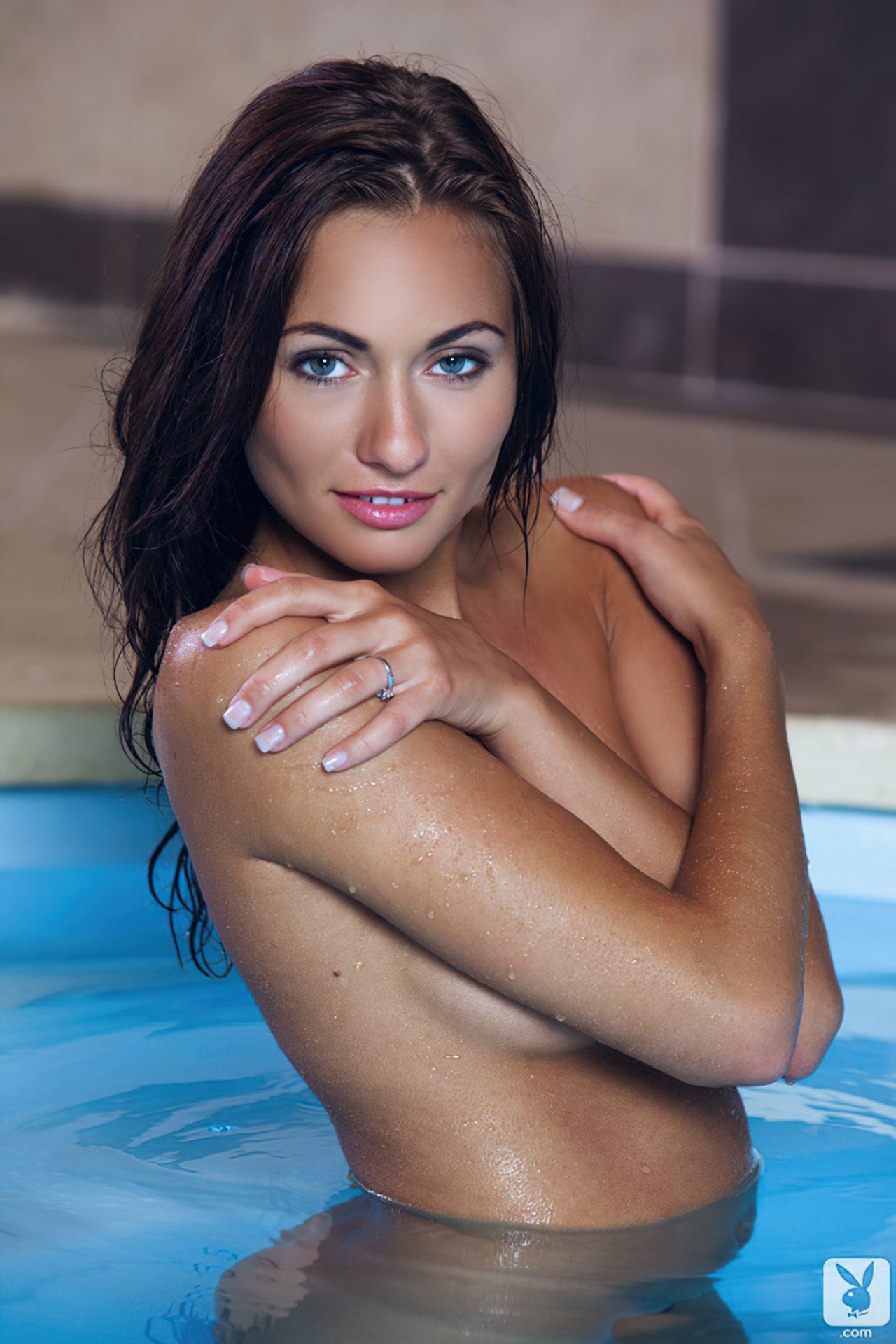 Michaela Isizzu Pelada (28)