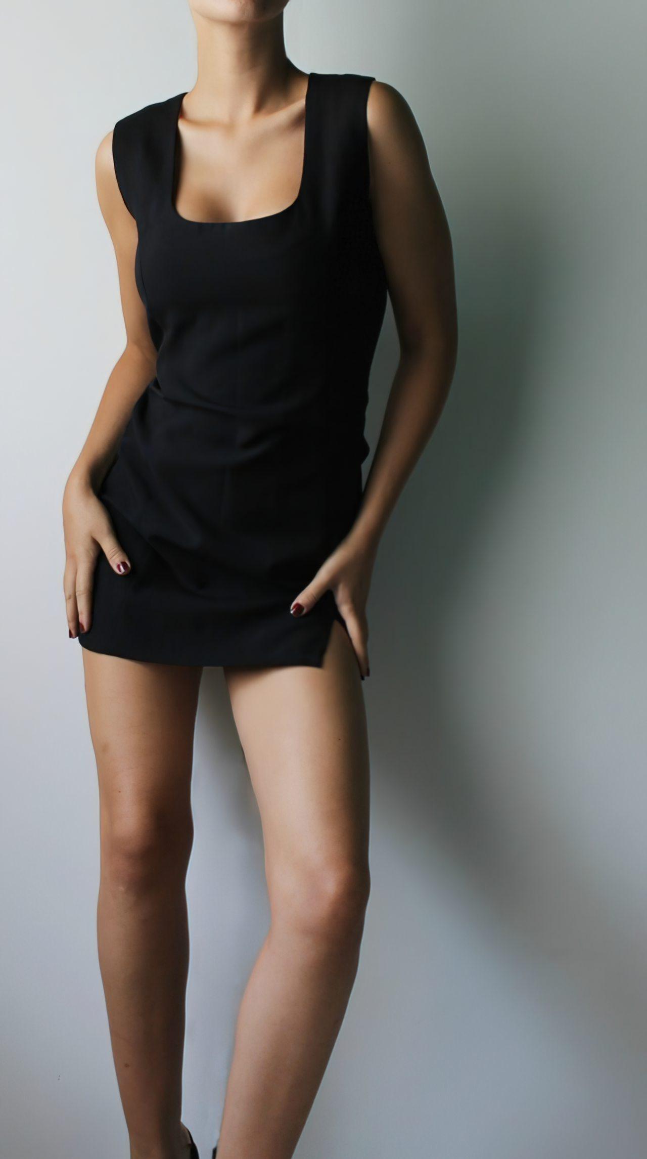 Mulher Despindo Vestido (1)
