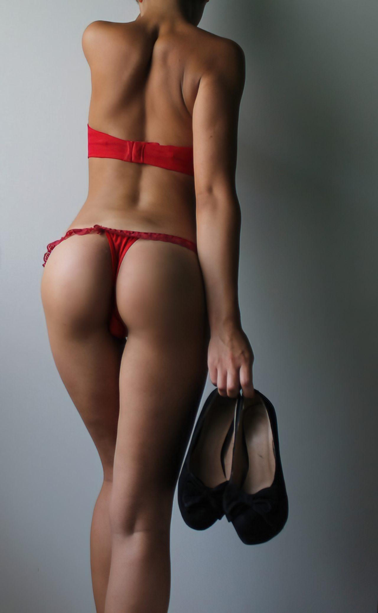 Mulher Despindo Vestido (4)