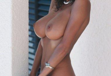 Mulher com Peitos Gostosos