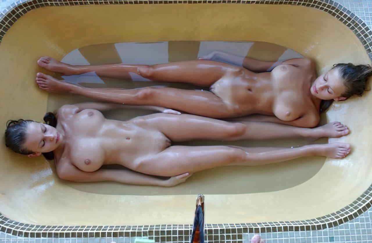 Lésbicas num Banho (3)
