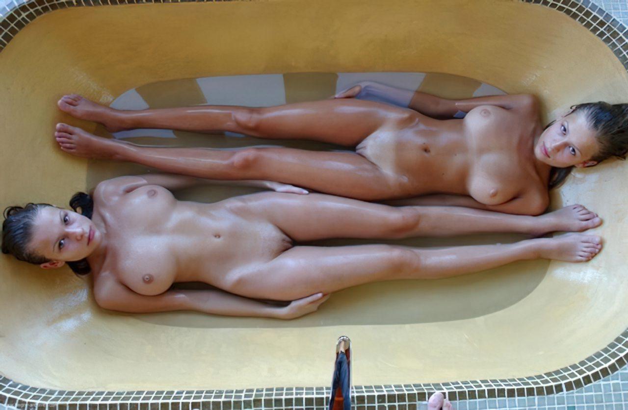 Lésbicas num Banho (5)