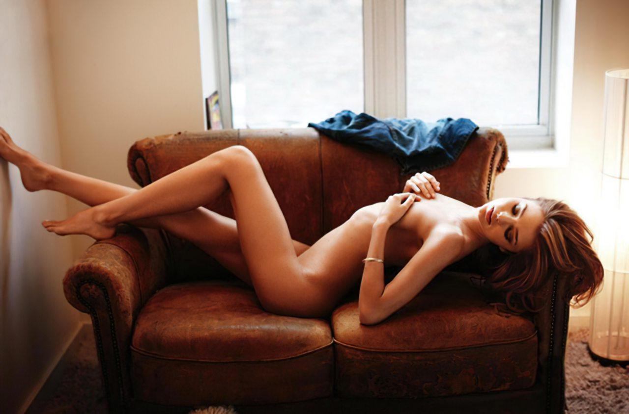 Miranda Kerr (52)