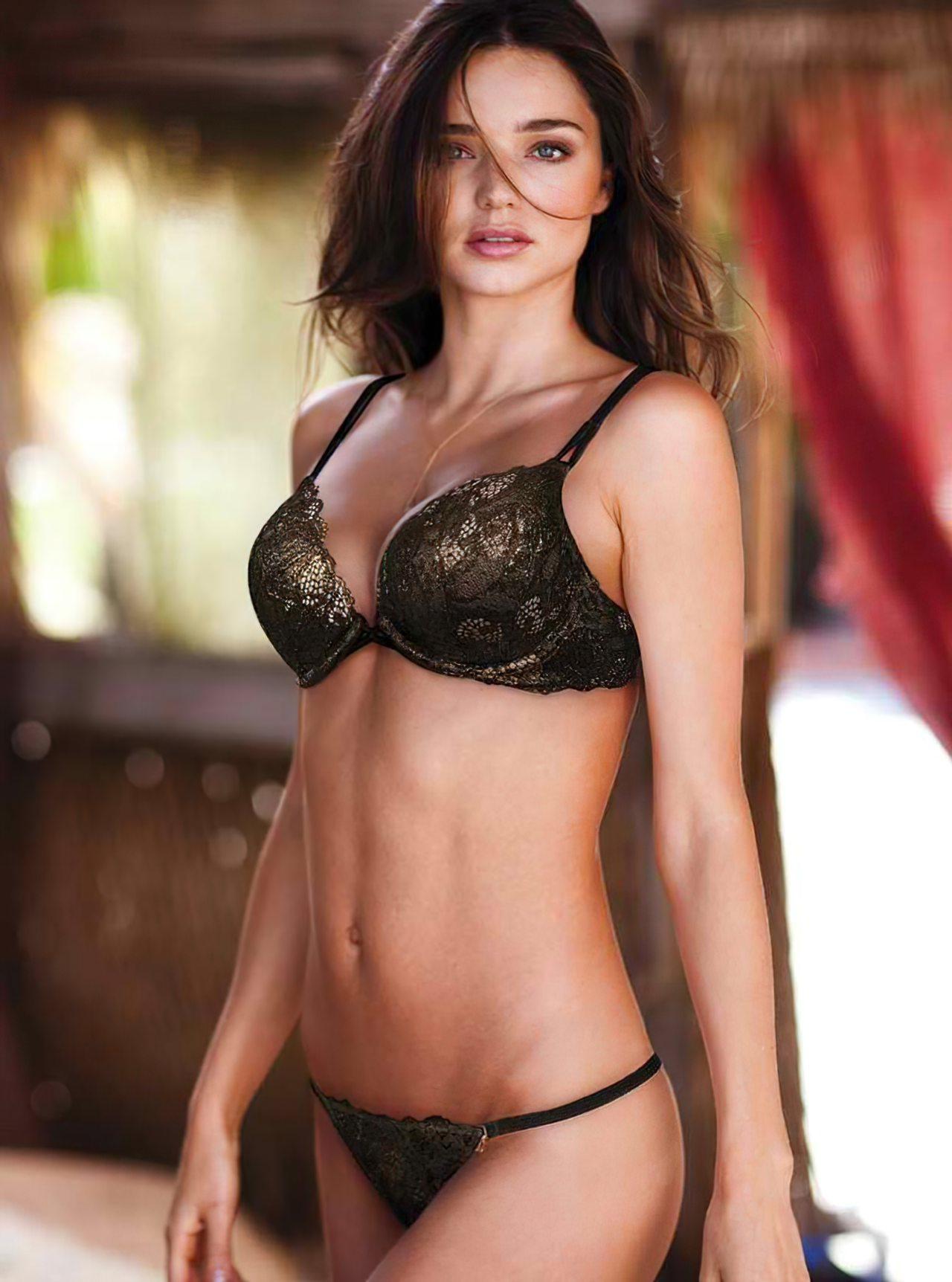 Miranda Kerr (54)