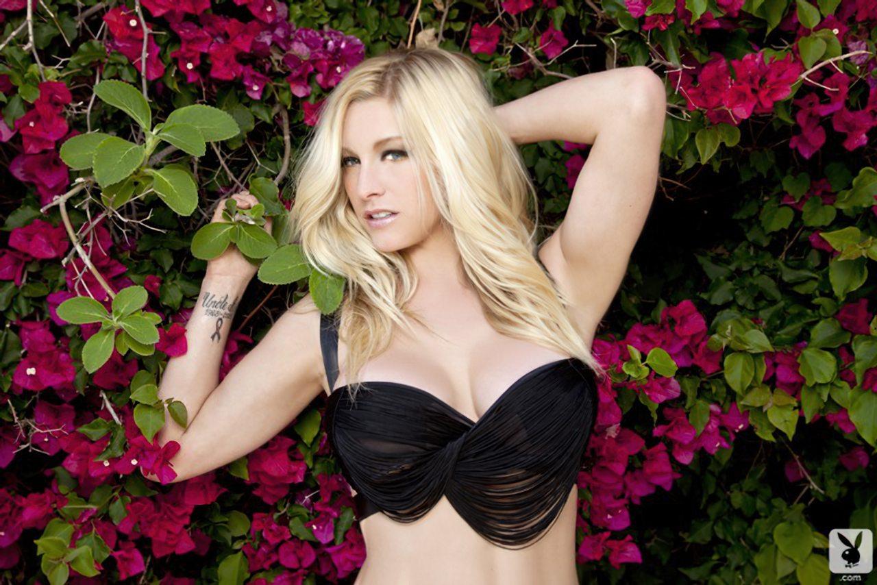 Kari Nautique Playboy (2)