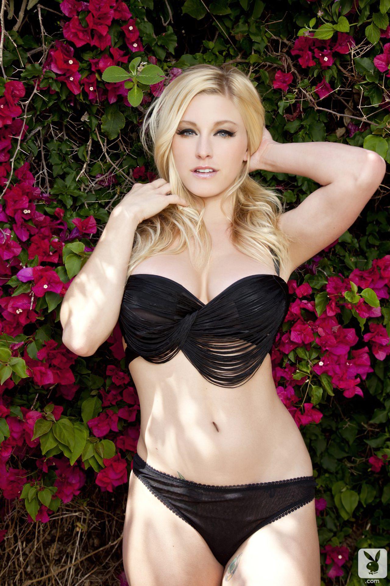 Kari Nautique Playboy (3)