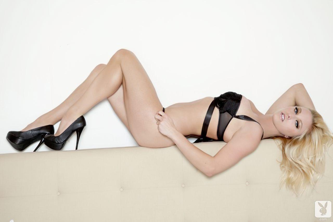 Kari Nautique Playboy (9)