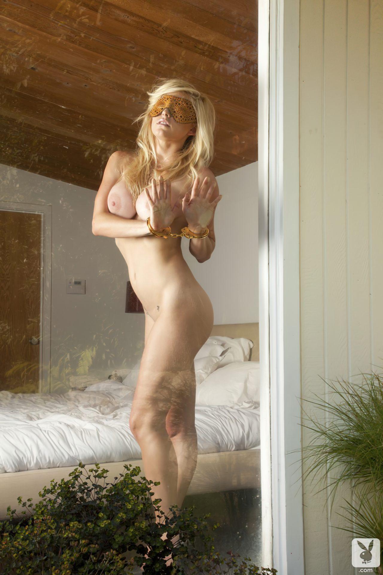 Kari Nautique Playboy (30)