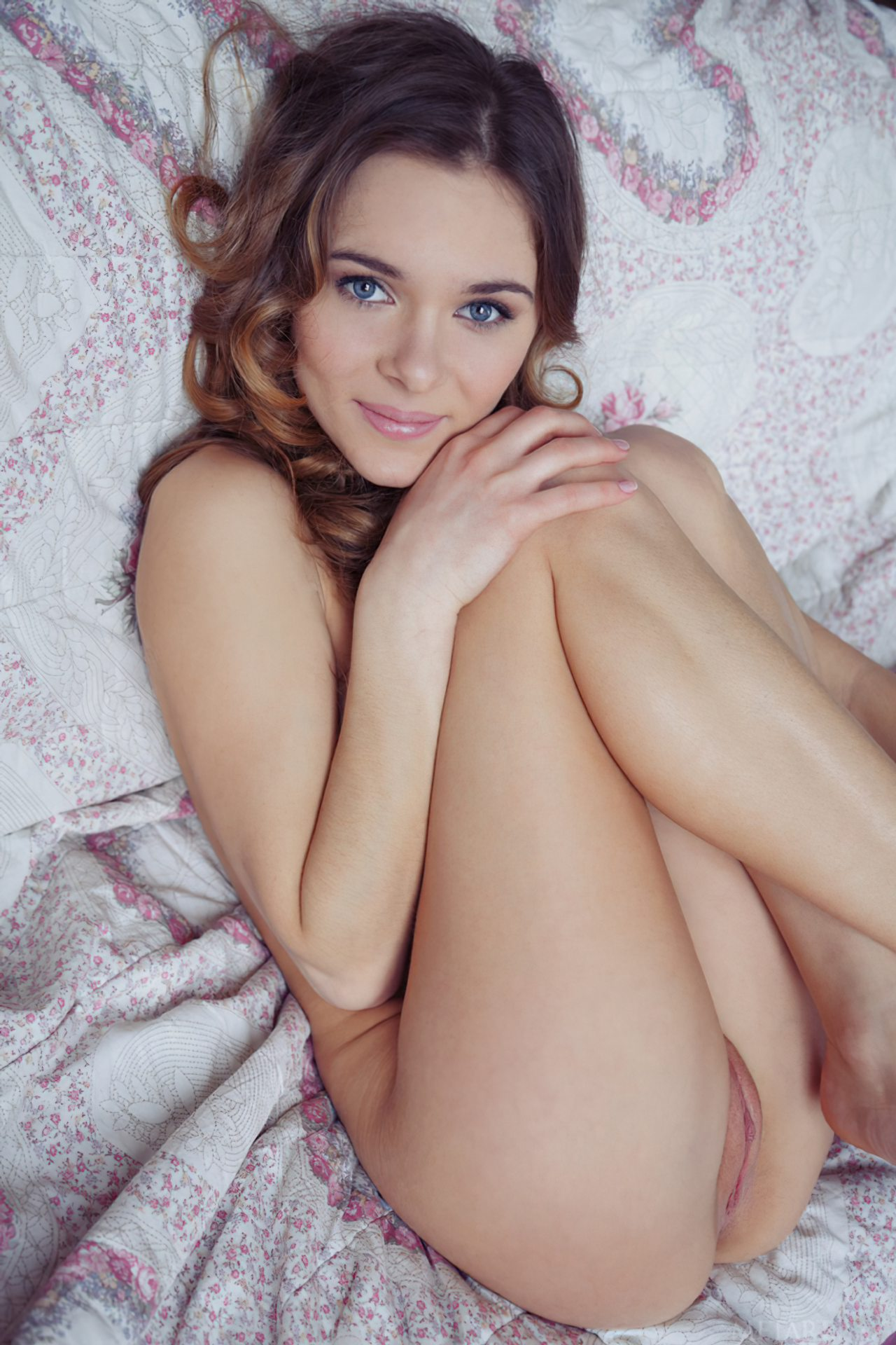 Katie Novinha Pelada (2)