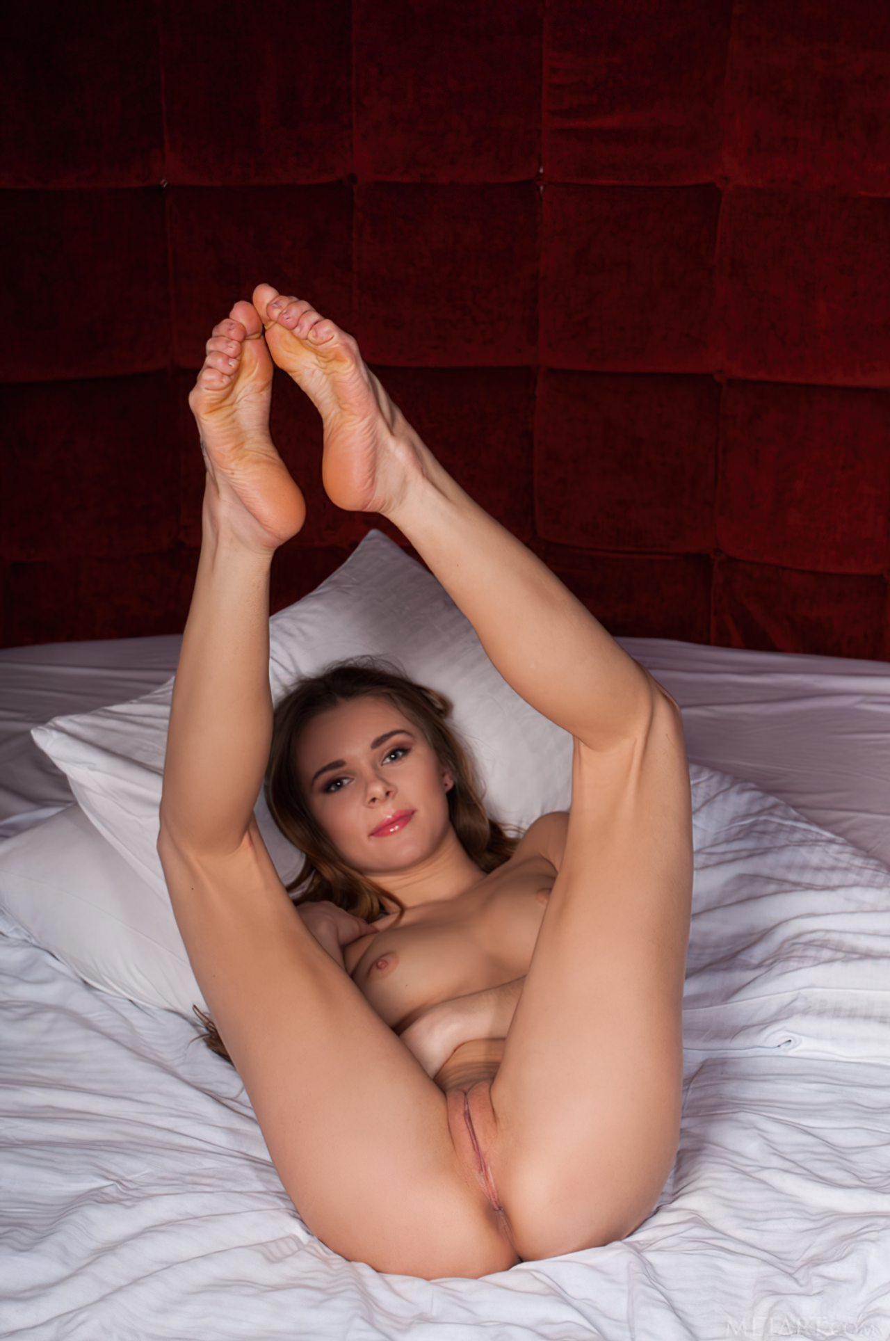 Katie Novinha Pelada (22)