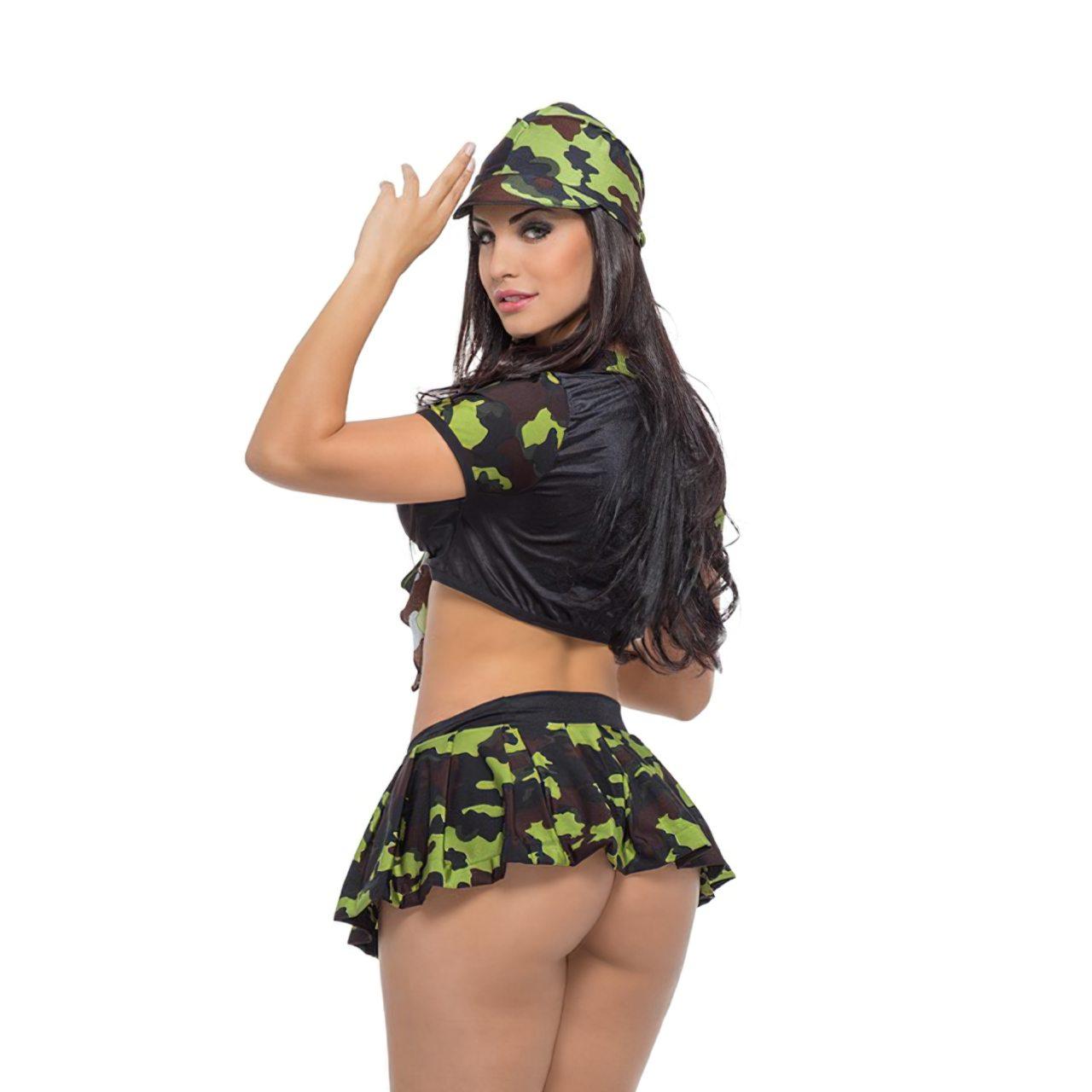 Aline Queyroz Nua (50)