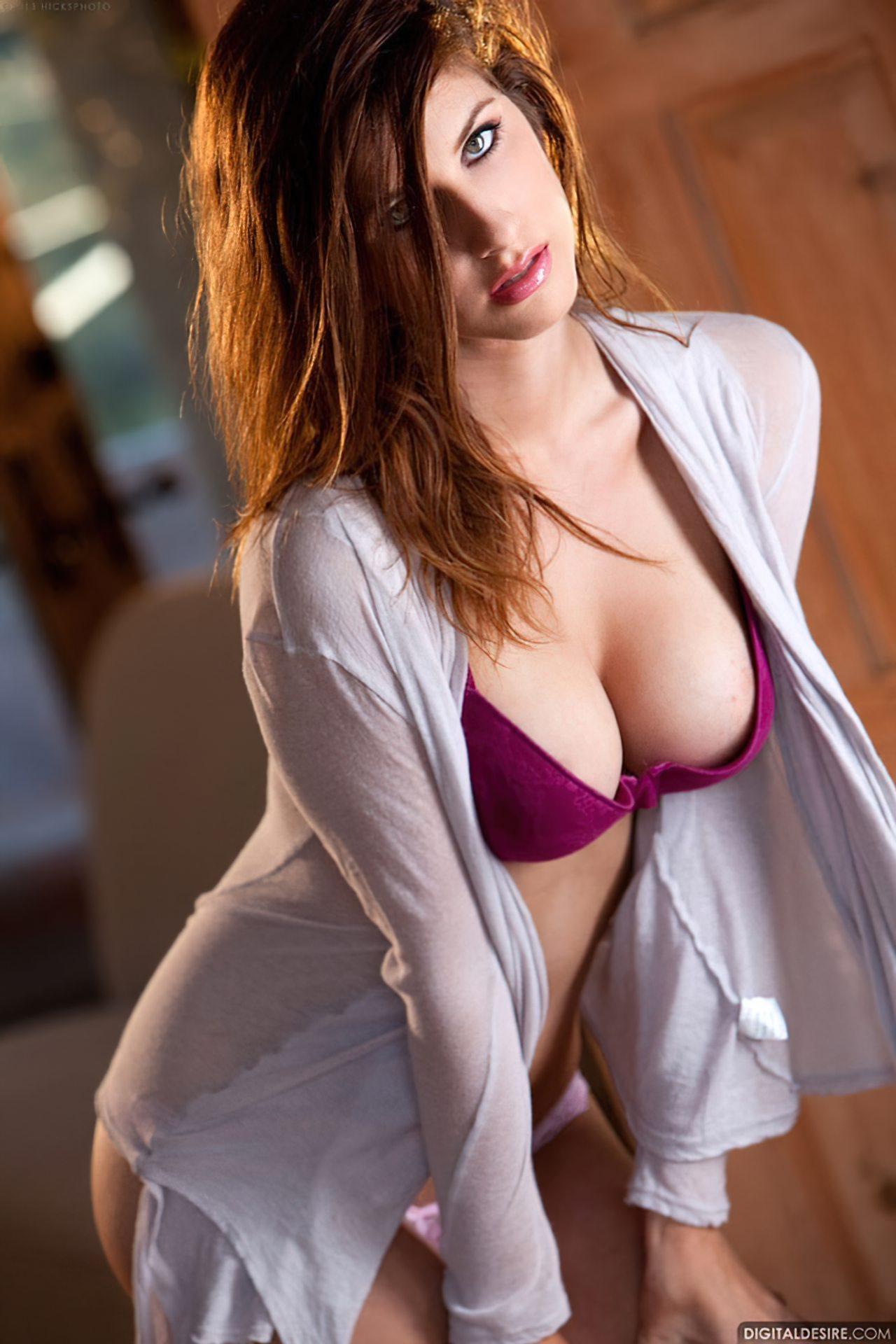 Karina White (19)