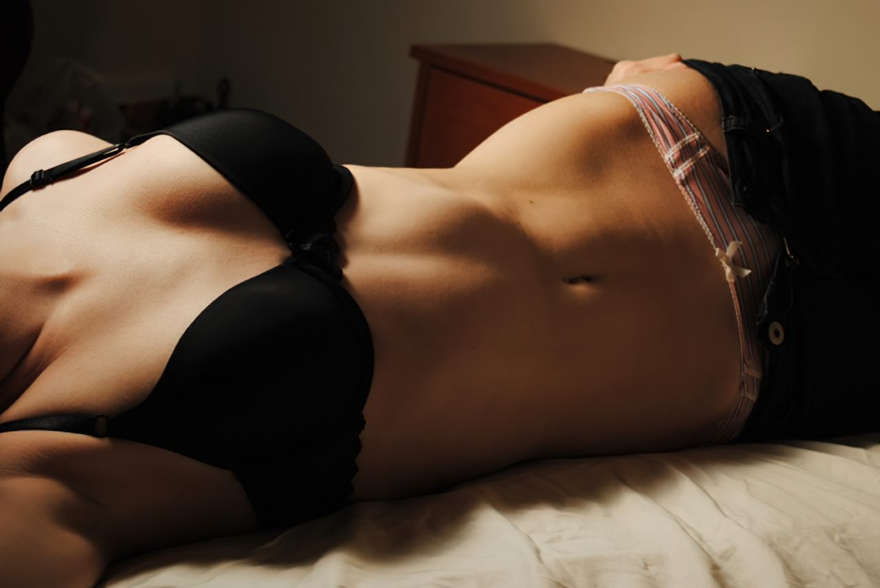 Mulher Tirando as Calças (5)