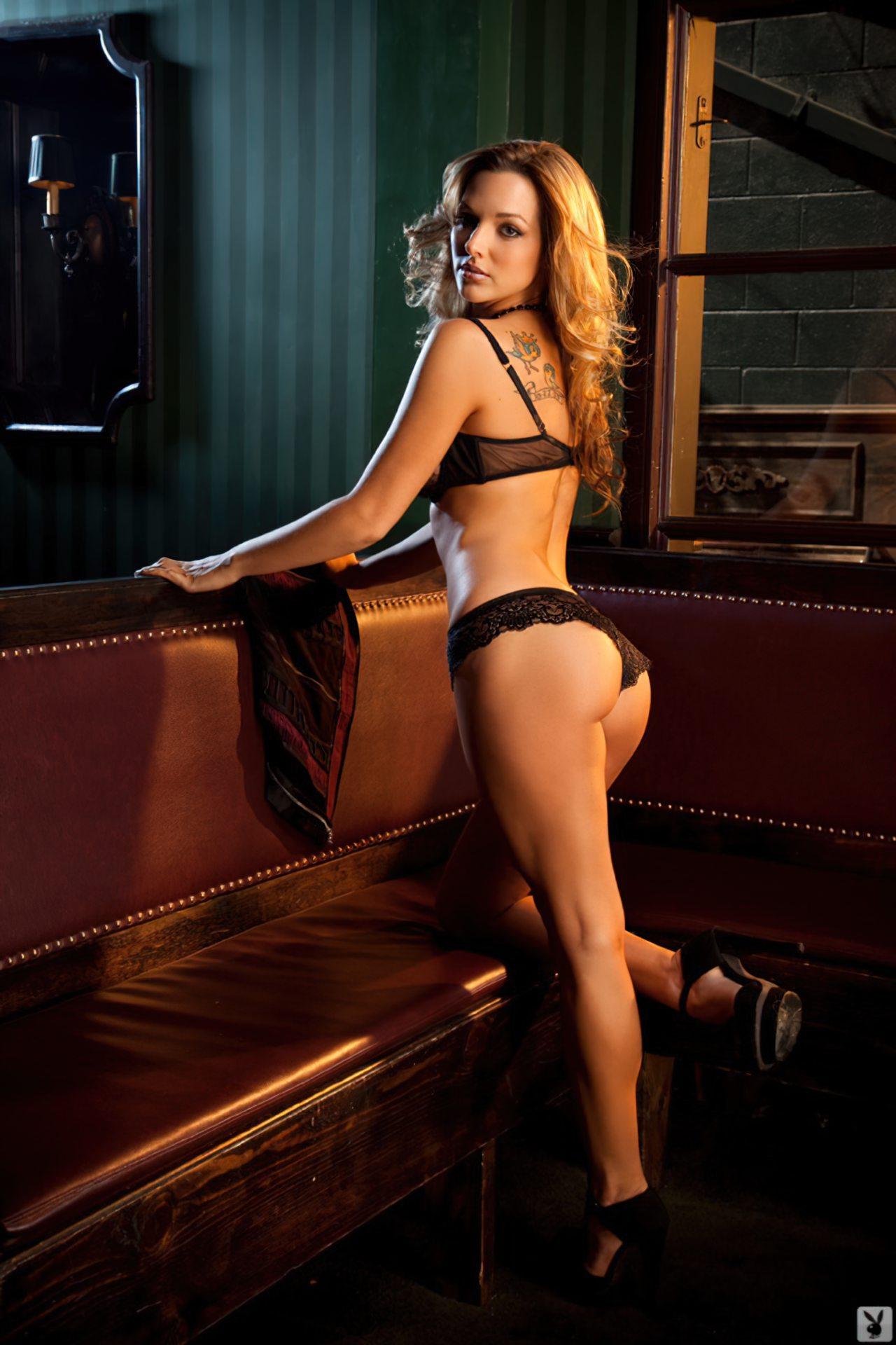 Emily Thorne (50)