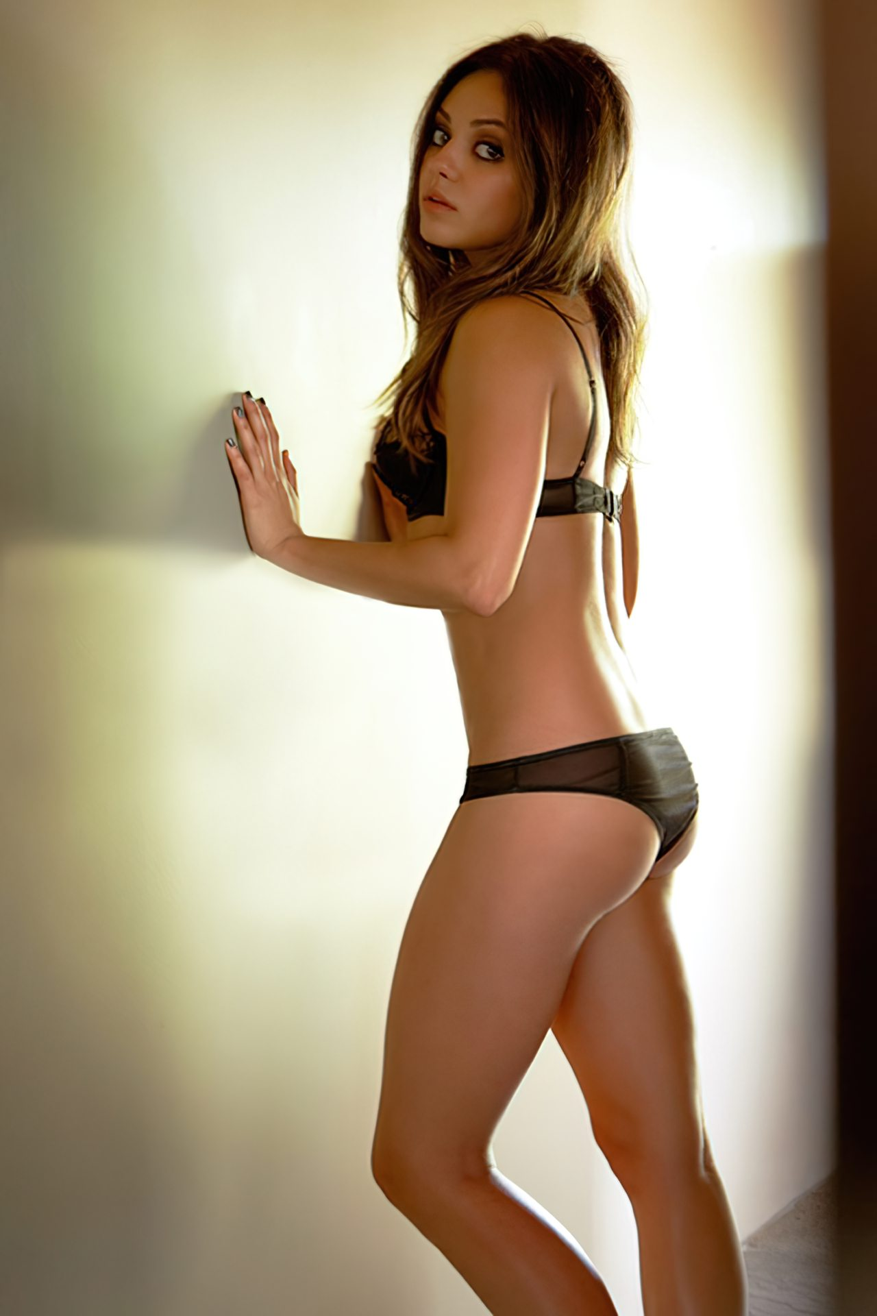 Mila Kunis (19)