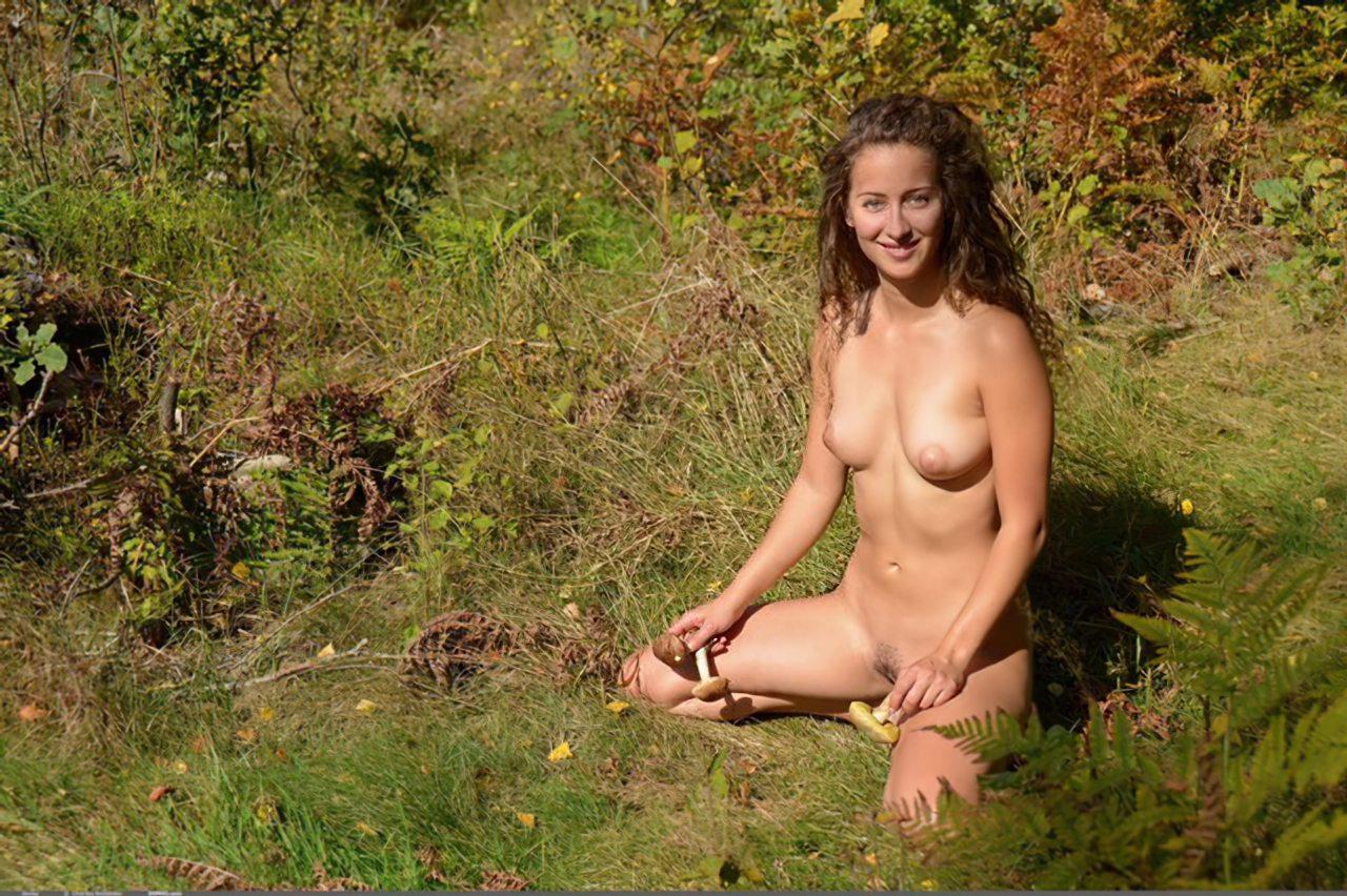 Mulher Francesa Passeando Nua (5)