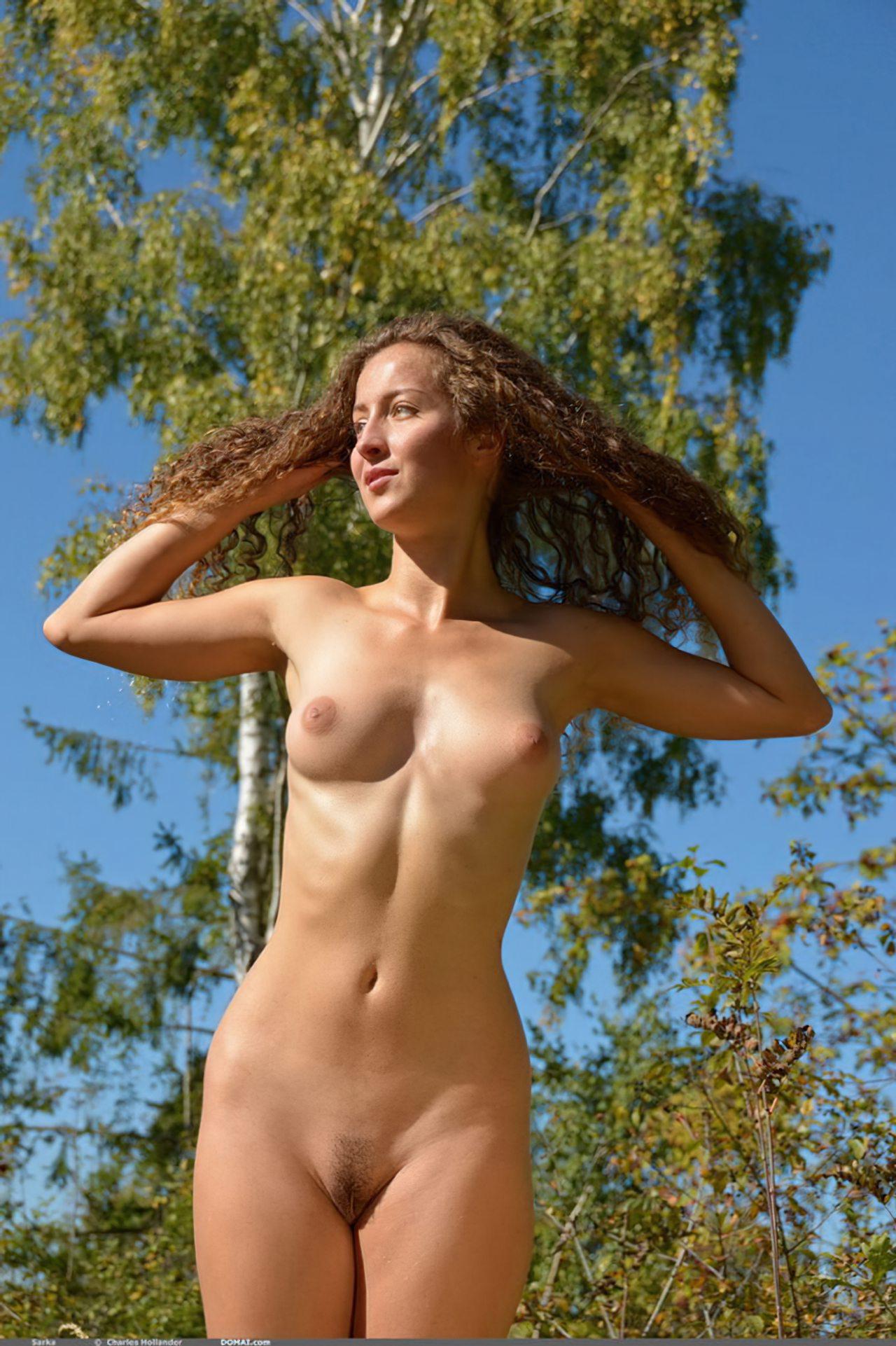 Mulher Francesa Passeando Nua (7)