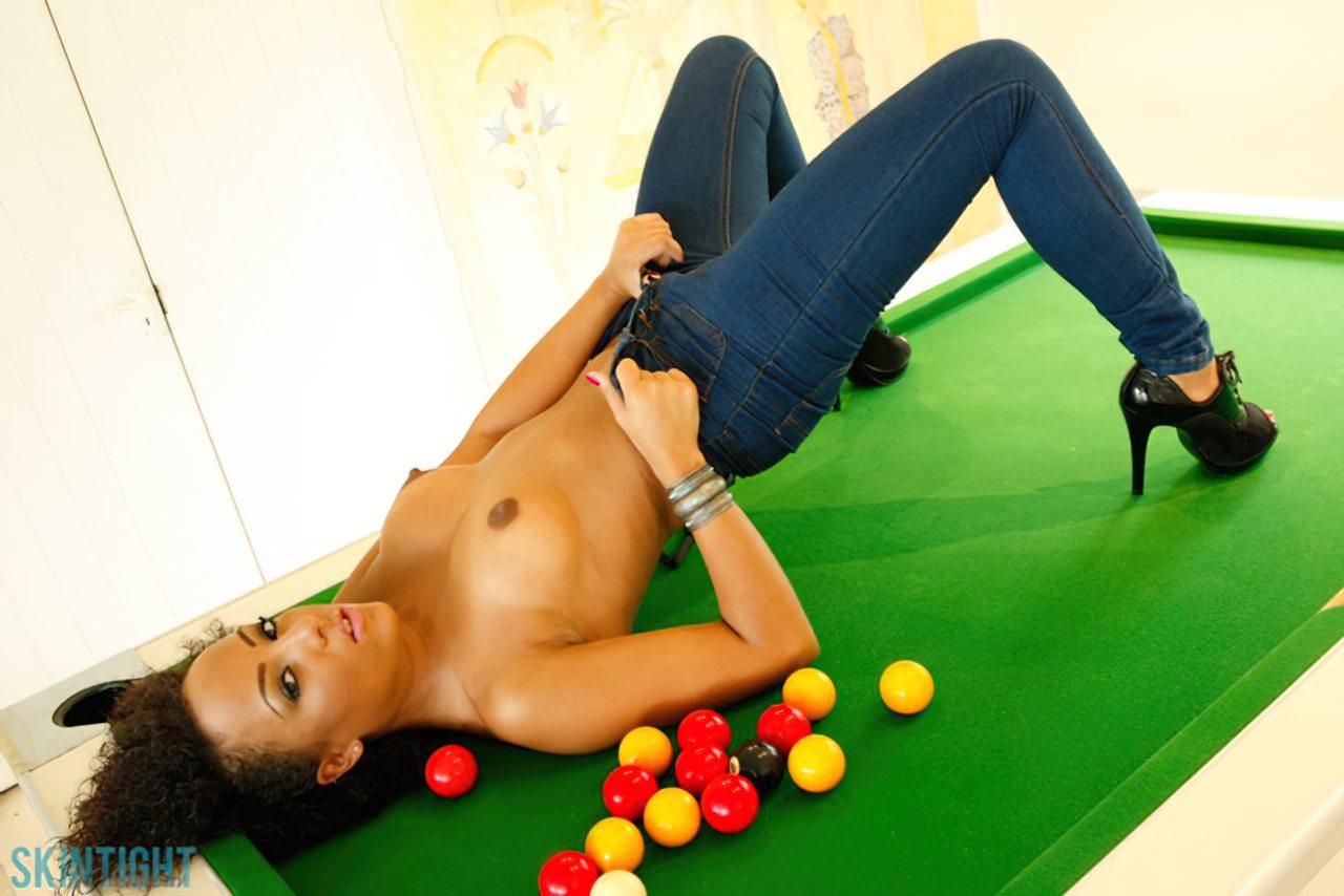 Neguinha Jogando Bilhar (8)