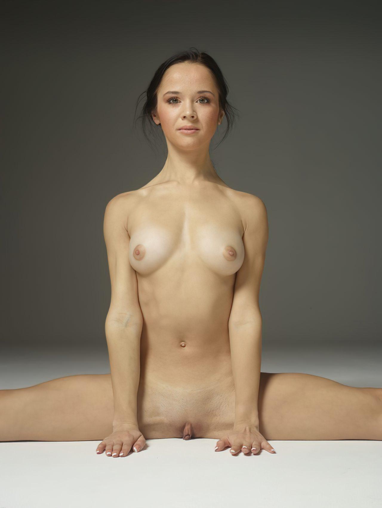 Mulher Flexivel Pelada (2)