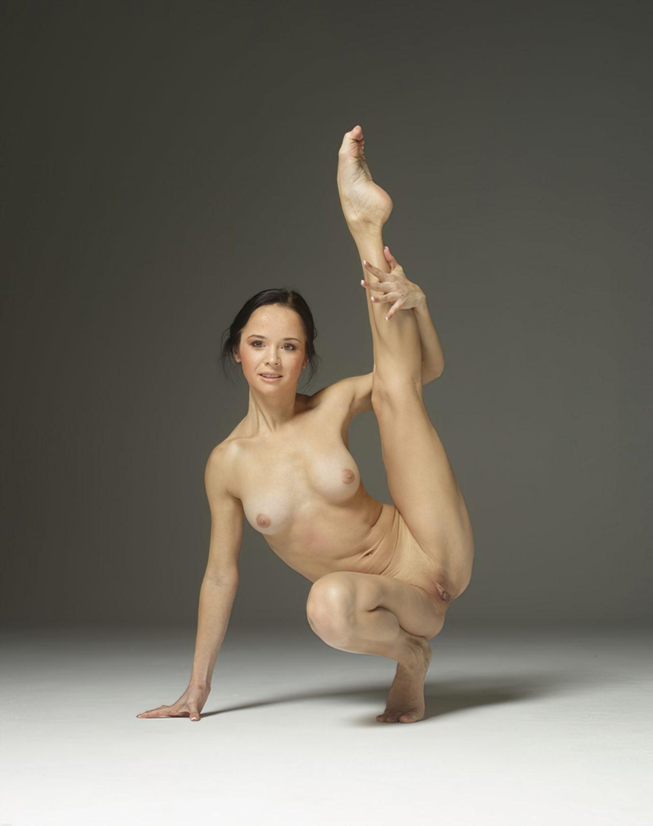 Mulher Flexivel Pelada (6)