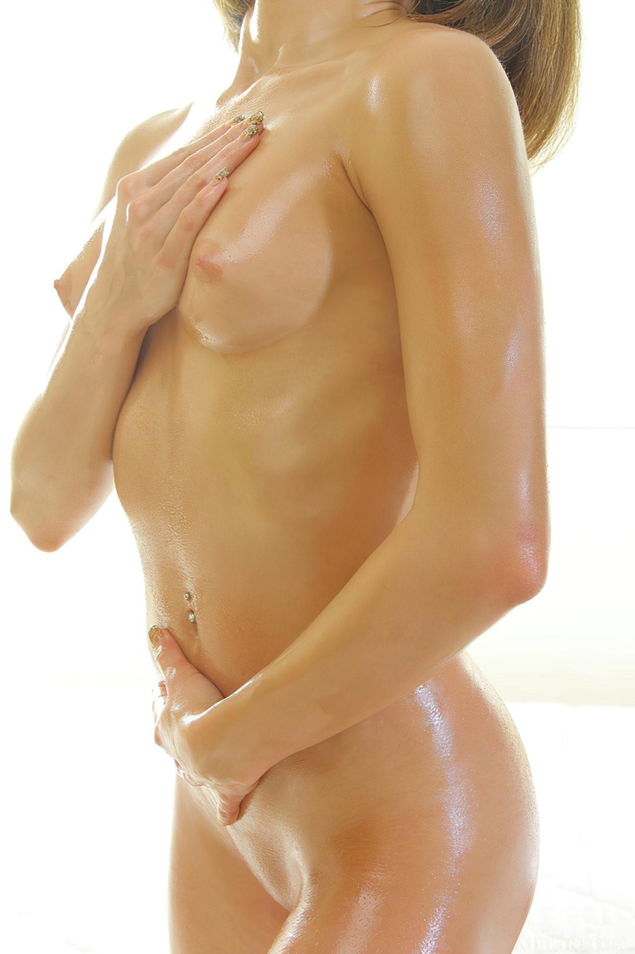 Mulher Oleo no Corpo (1)