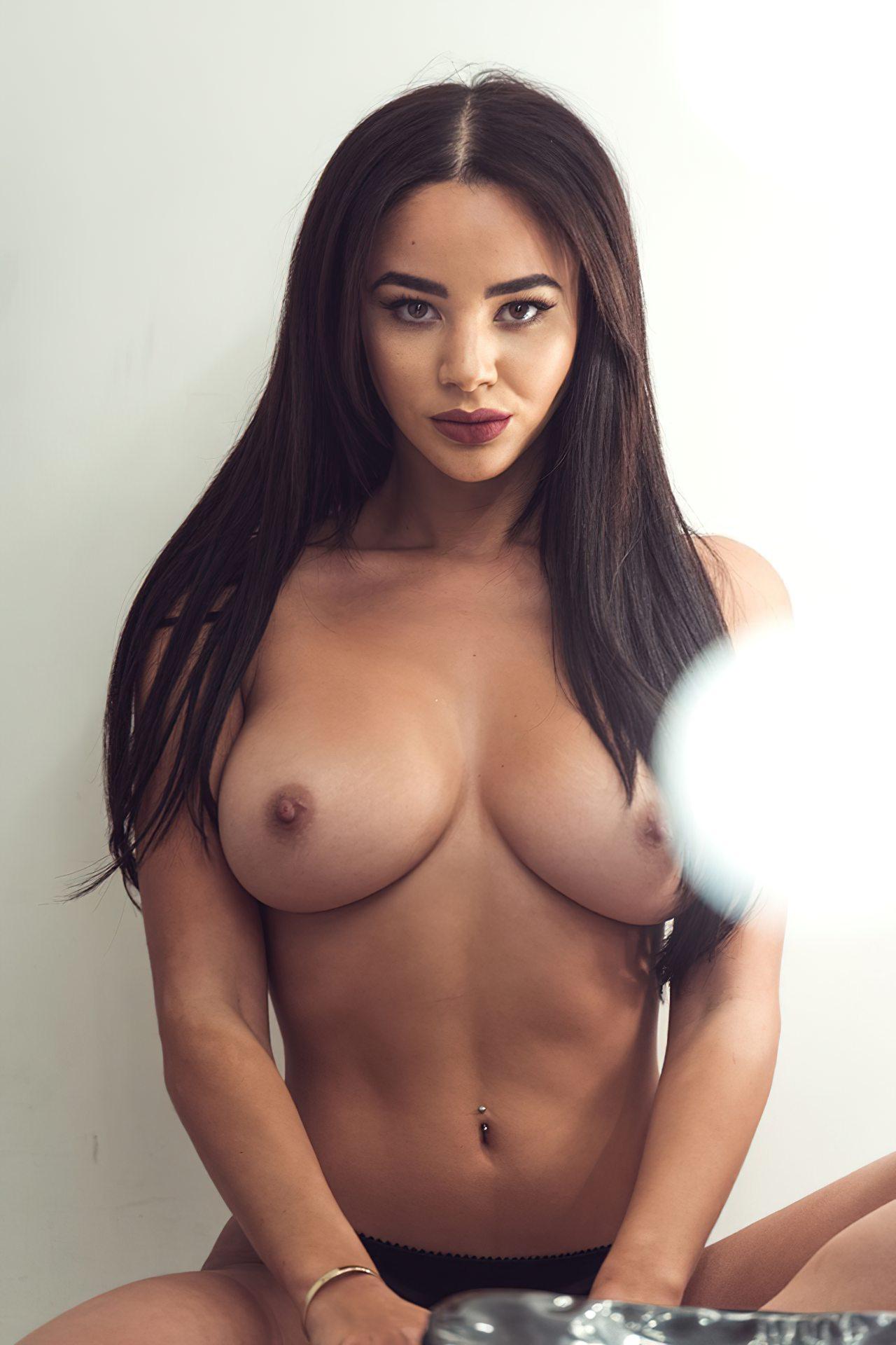 Courtnie Quinlan Topless