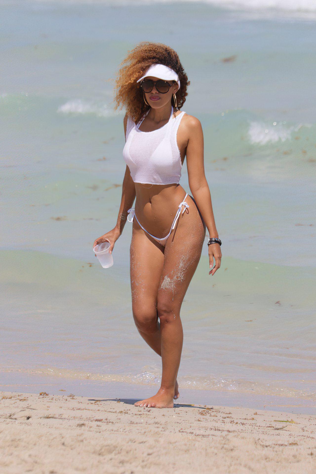 Mulher Gostosa na Praia (4)