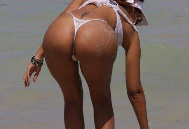 Mulher Gostosa na Praia (5)
