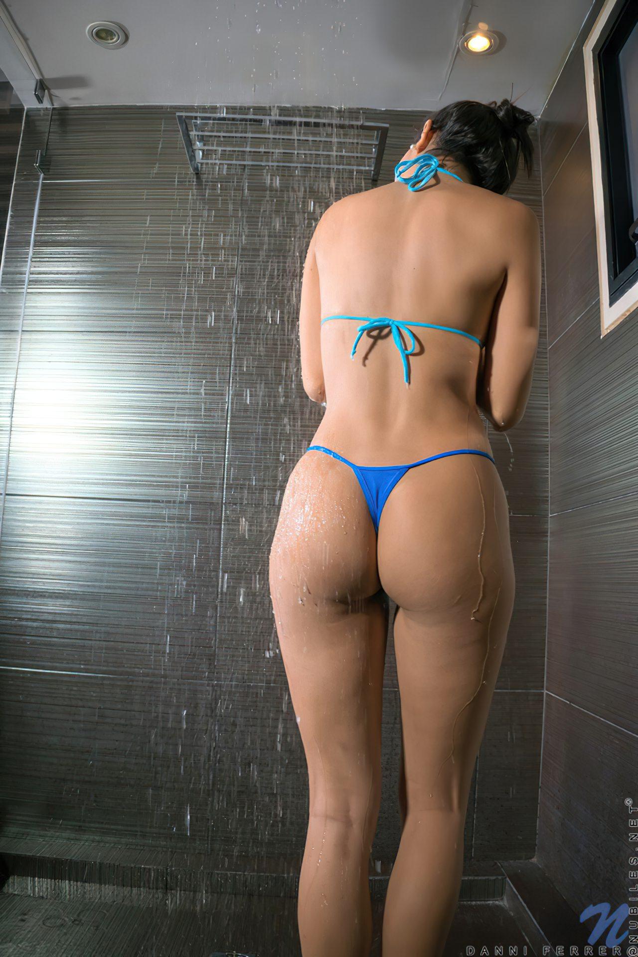 Mulher Linda Tomando Banho (2)