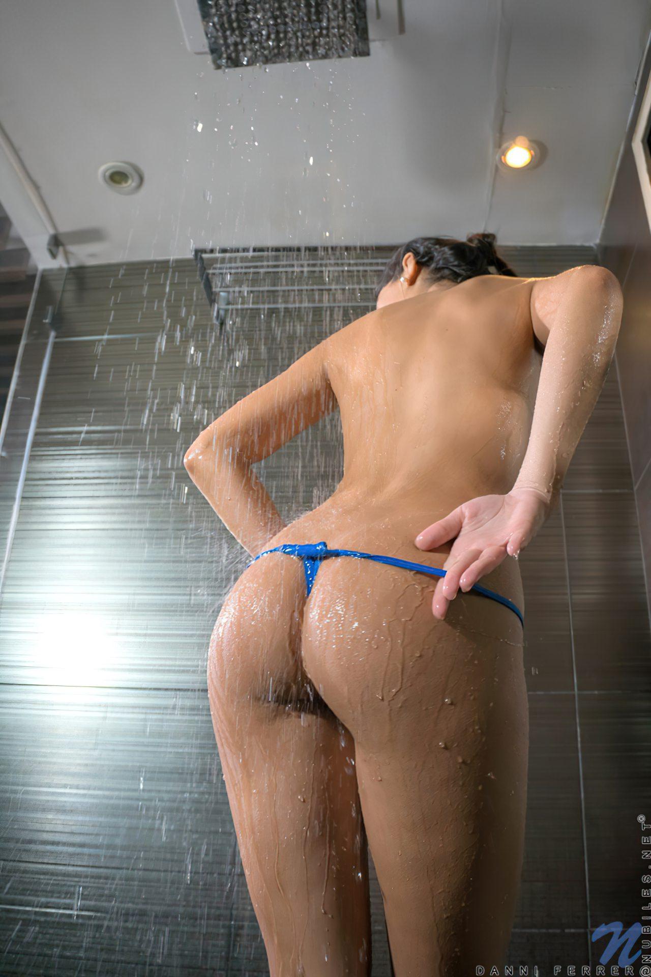 Mulher Linda Tomando Banho (4)