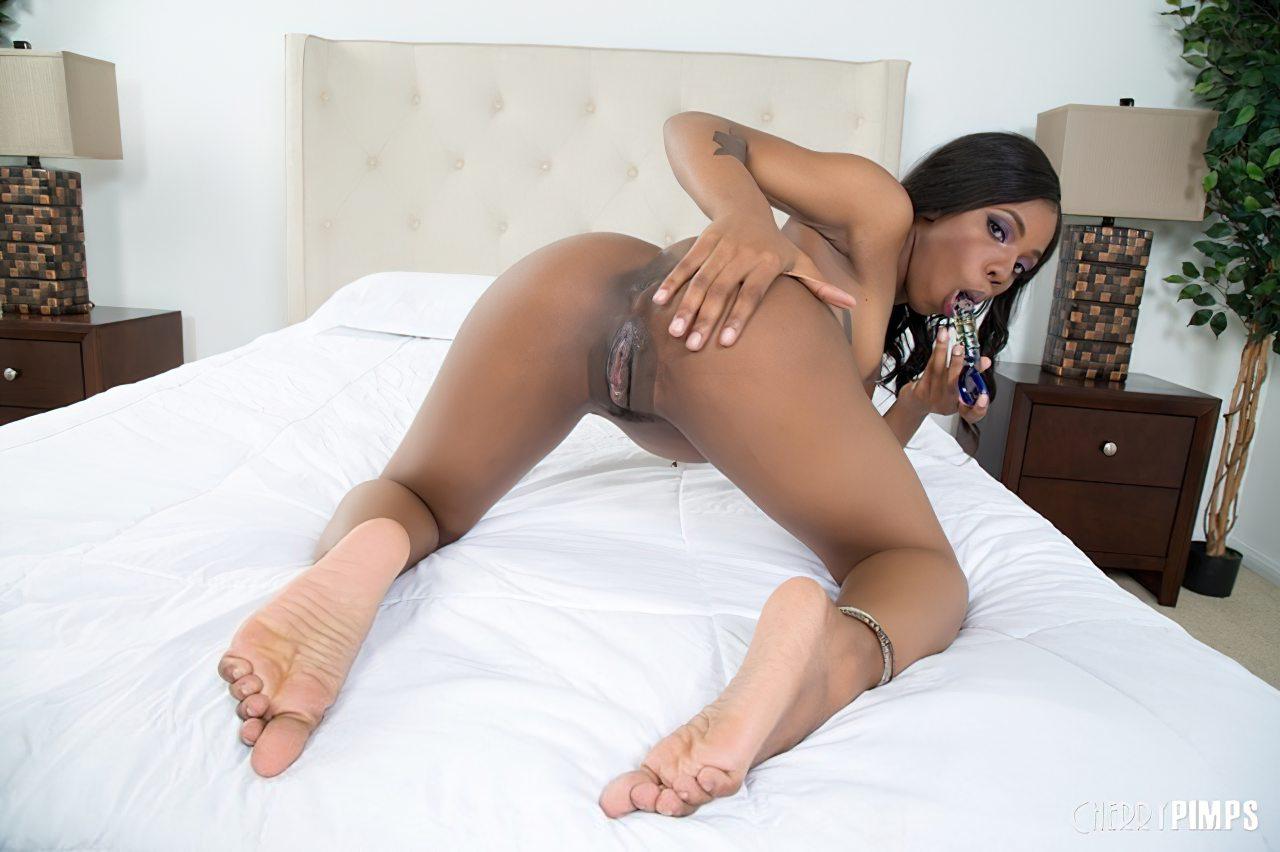 Sarah Banks Masturbacao (8)