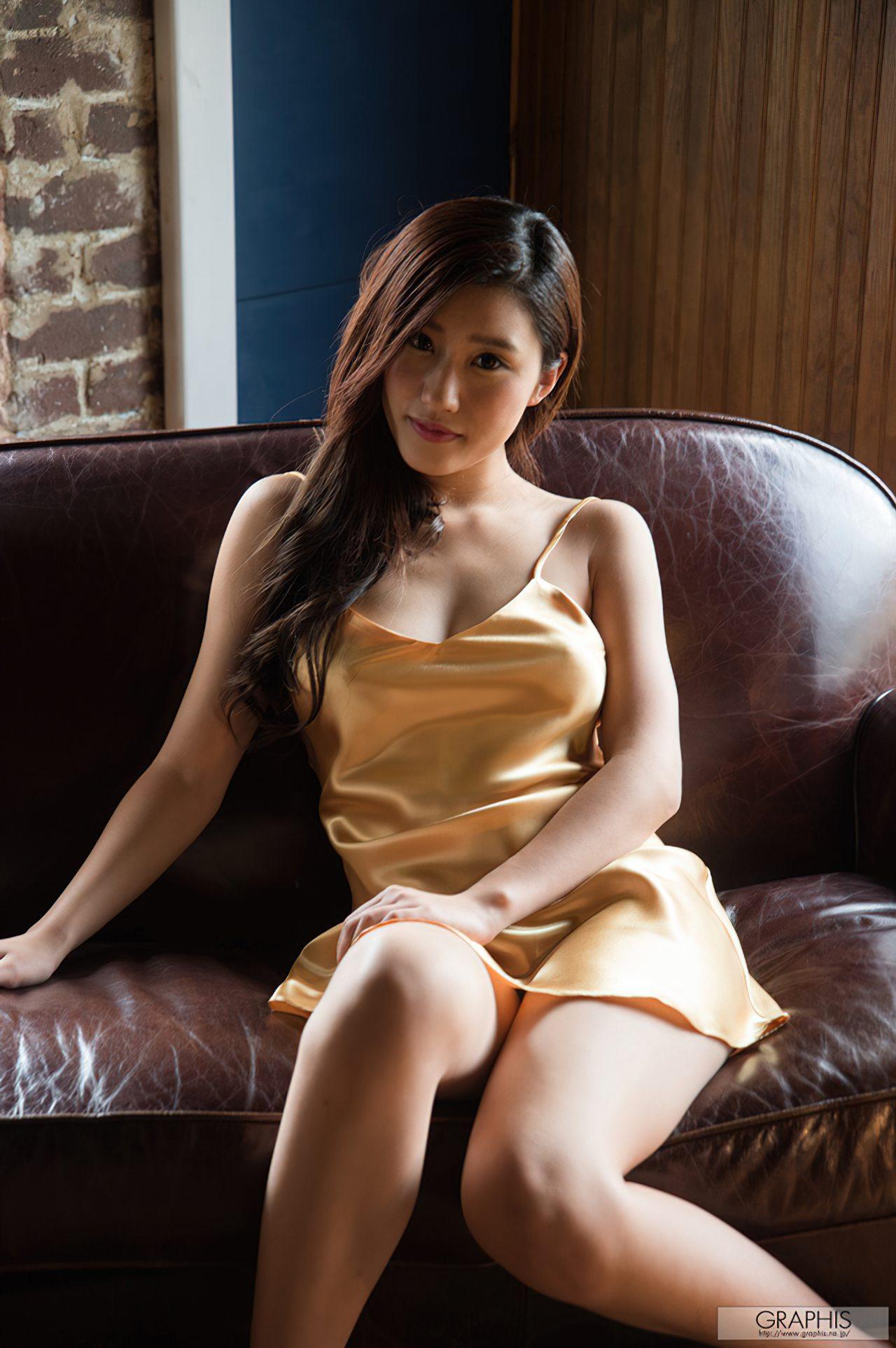 Sedutora Suzu Mitake (1)