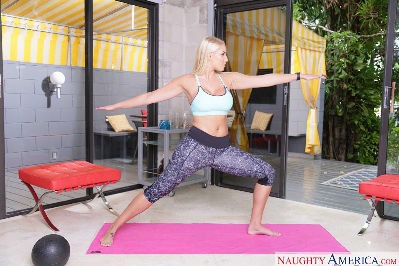 Gostosona Transando Depois do Yoga (1)