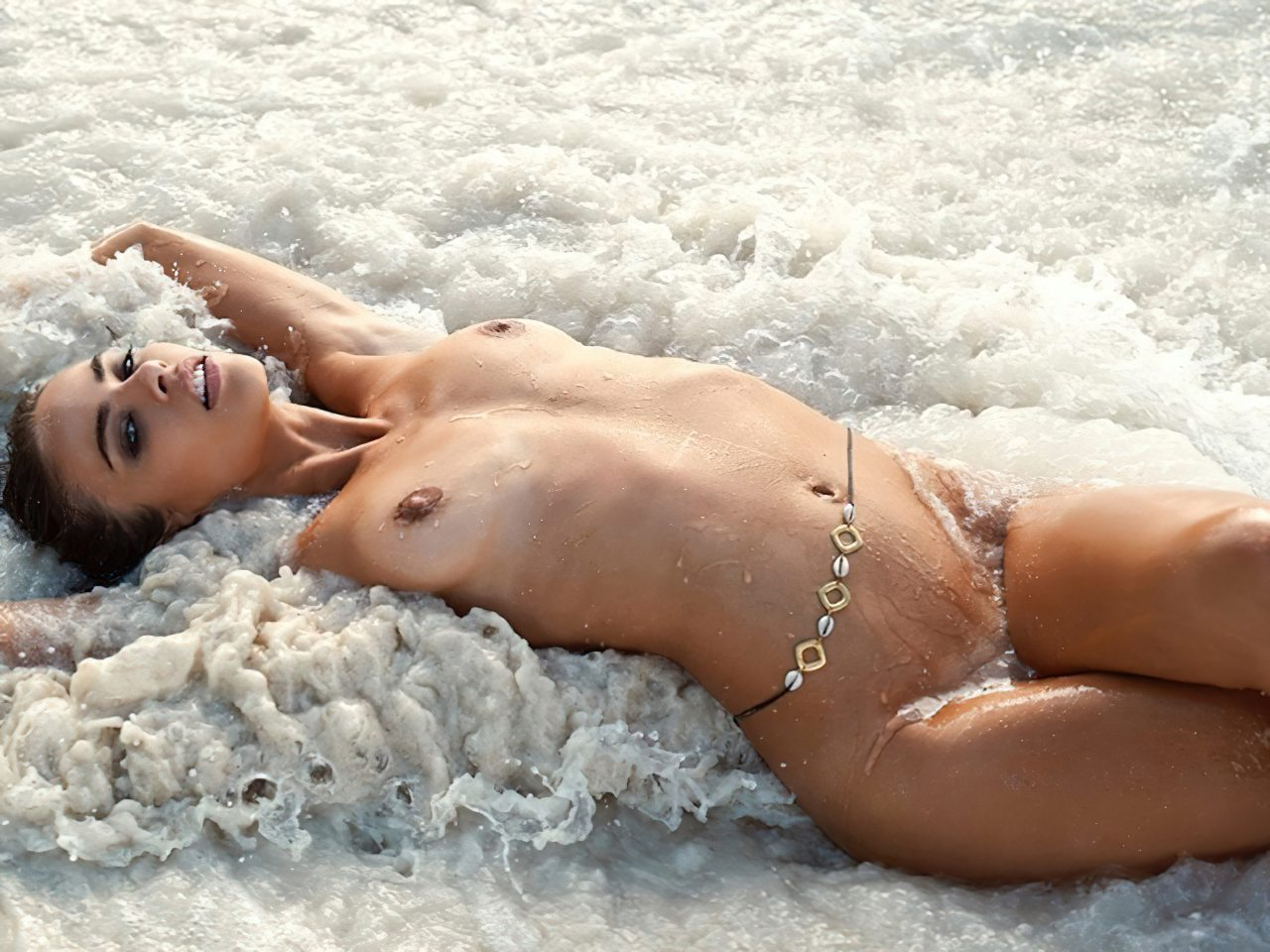 Nicole Meyer Nua na Praia (5)