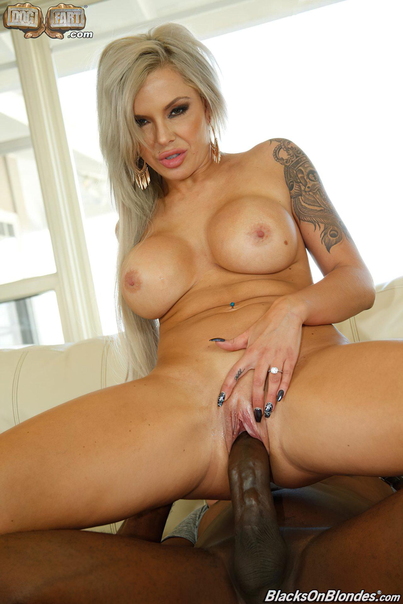 Pornstar Nina Elle (8)