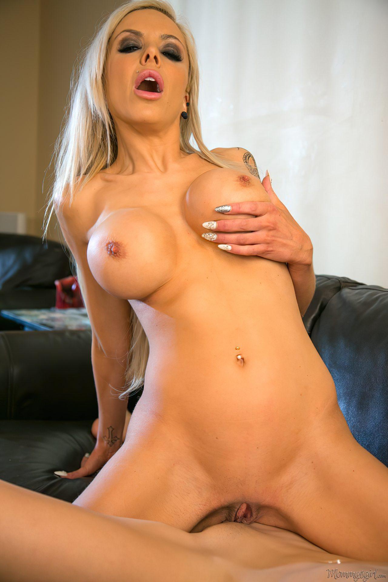 Pornstar Nina Elle (11)
