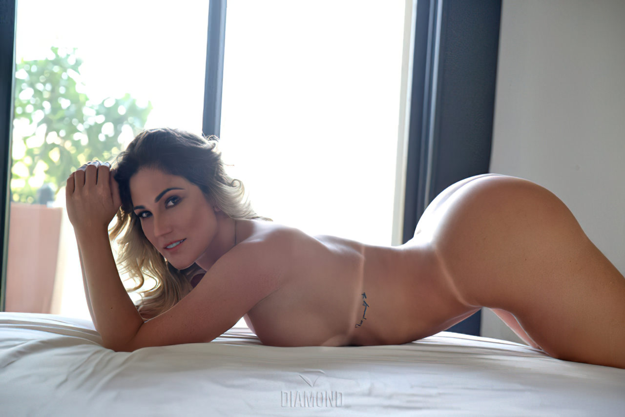 Ana Lucia Fernandes Nua (6)