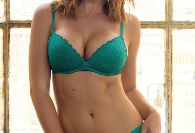 Rosie Jones Lingerie Verde