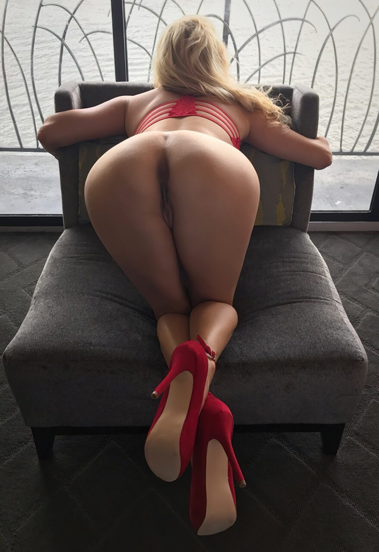 Esposa Exibindo Lingerie Vermelha (3)