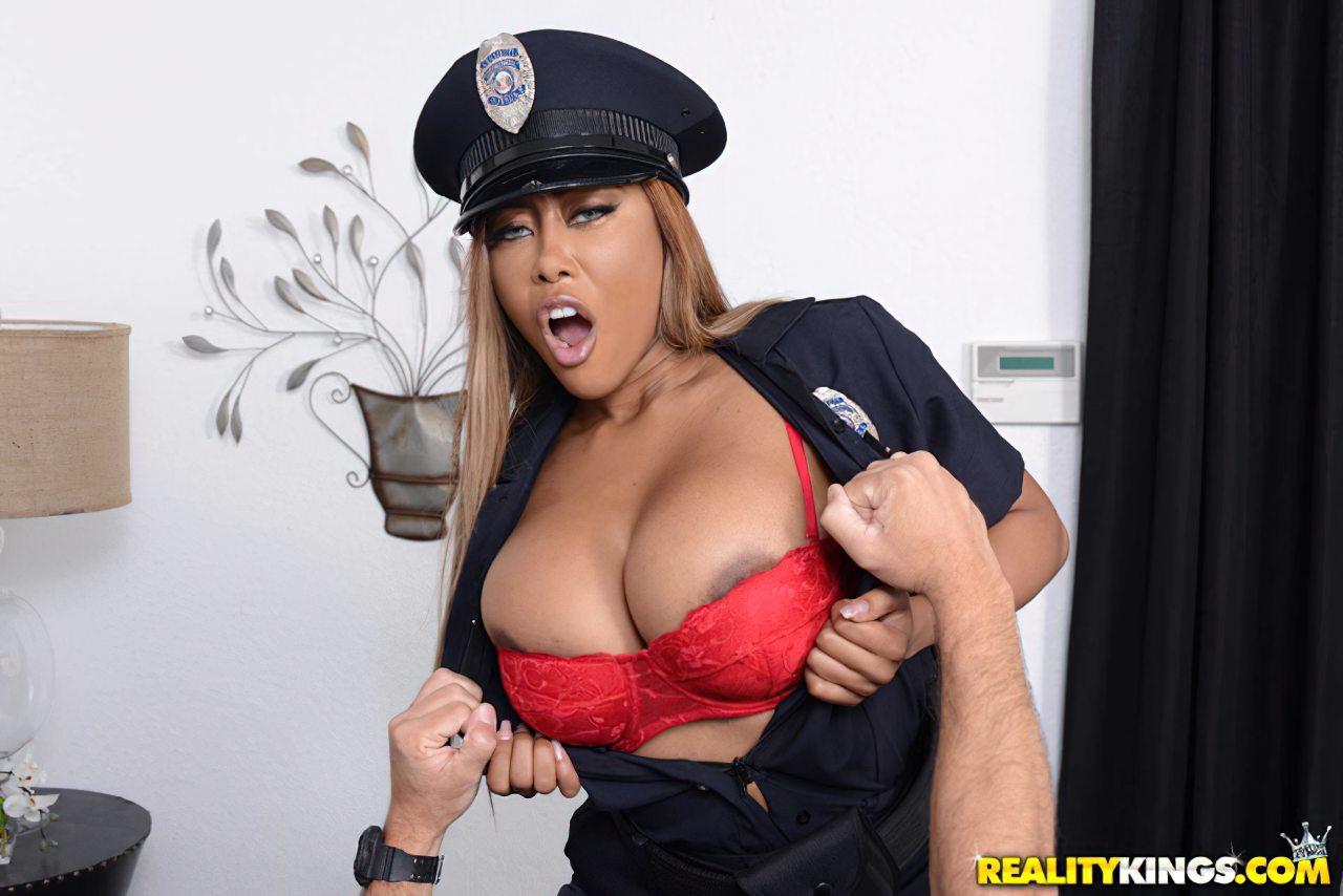 Policial Castigando Ladrao (2)