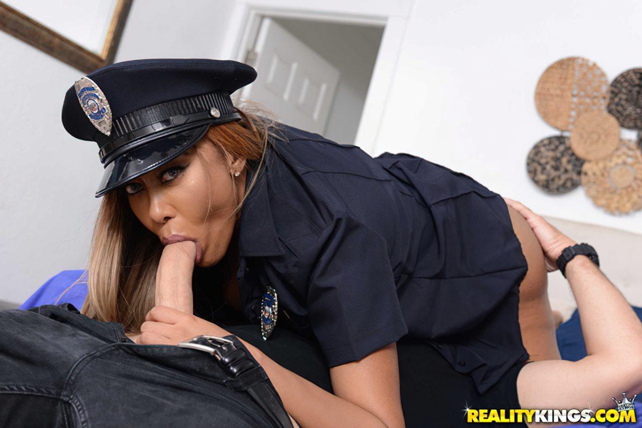 Policial Castigando Ladrao (7)