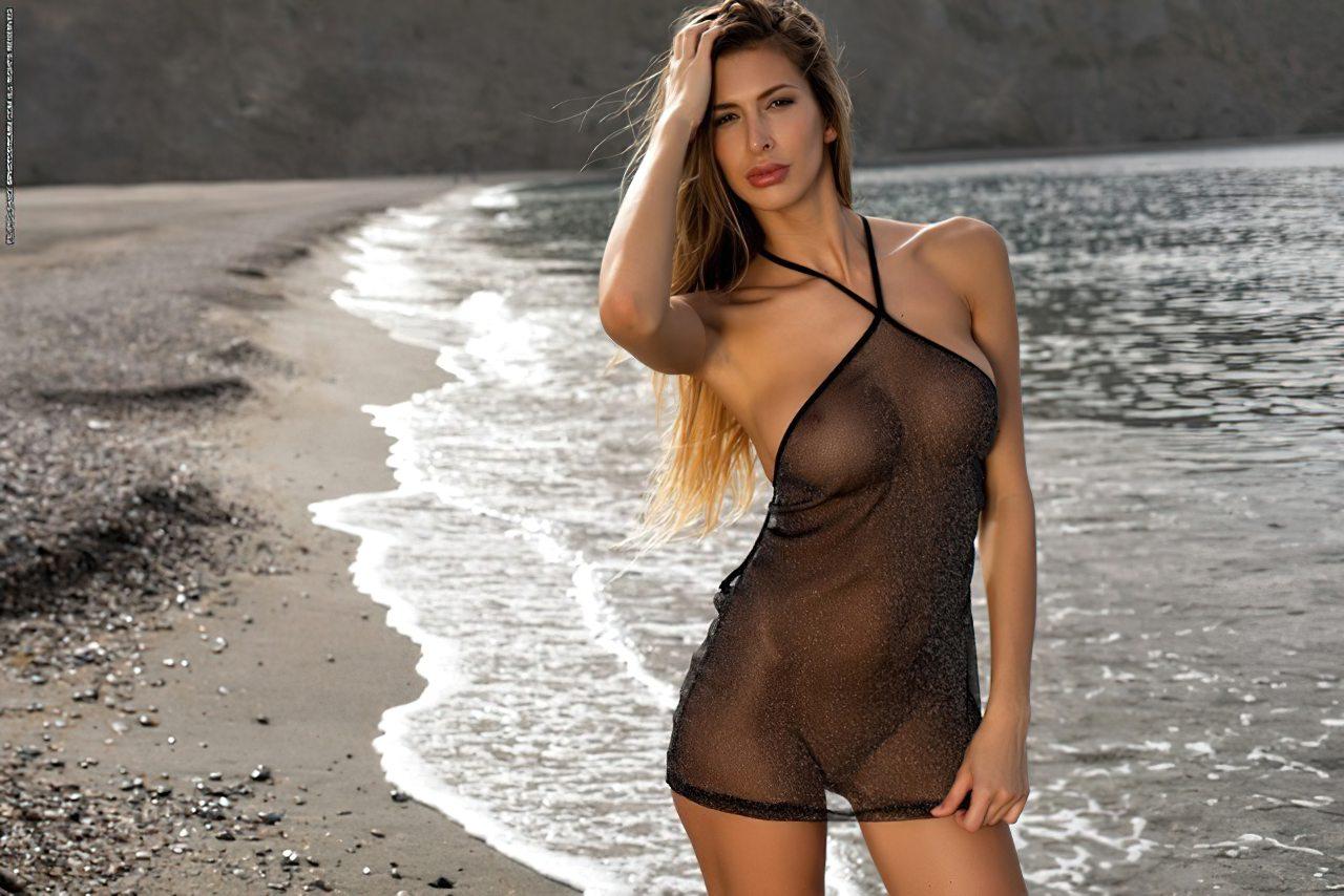 Mulher Nua Passeio Pela Praia (2)