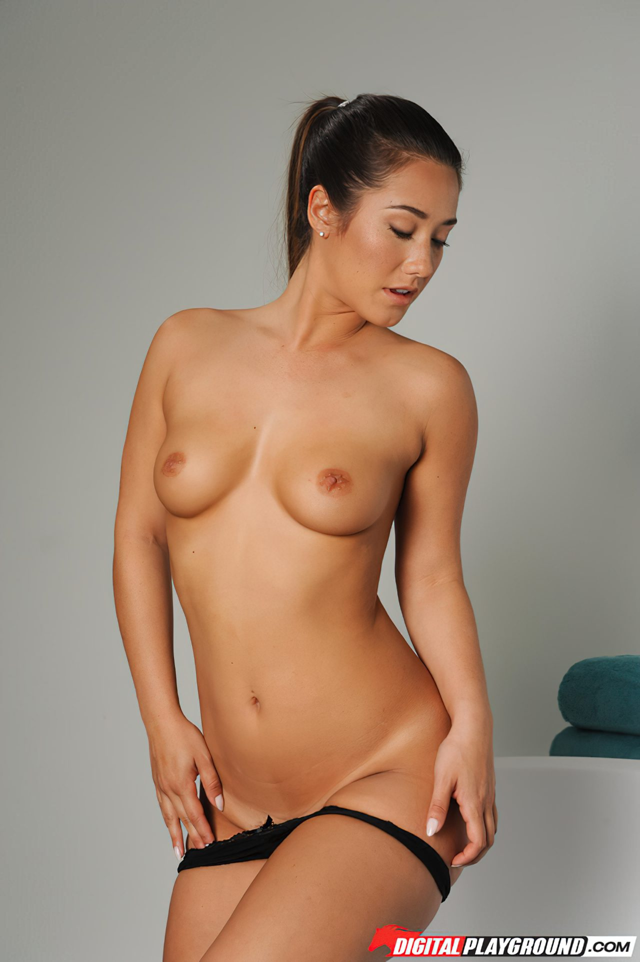 Naked Women (9)