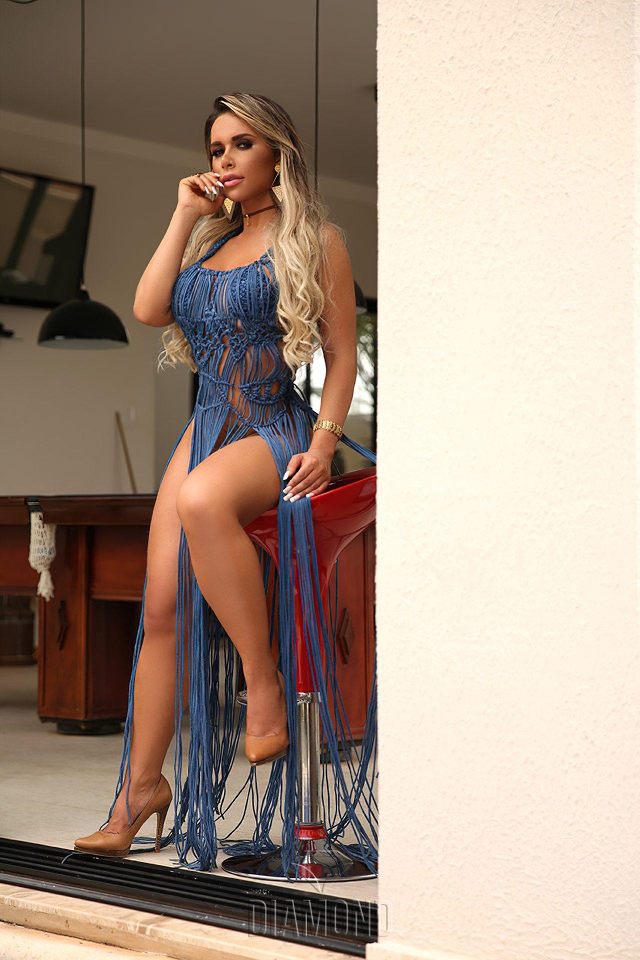 Rafaela Ravena Nua (19)