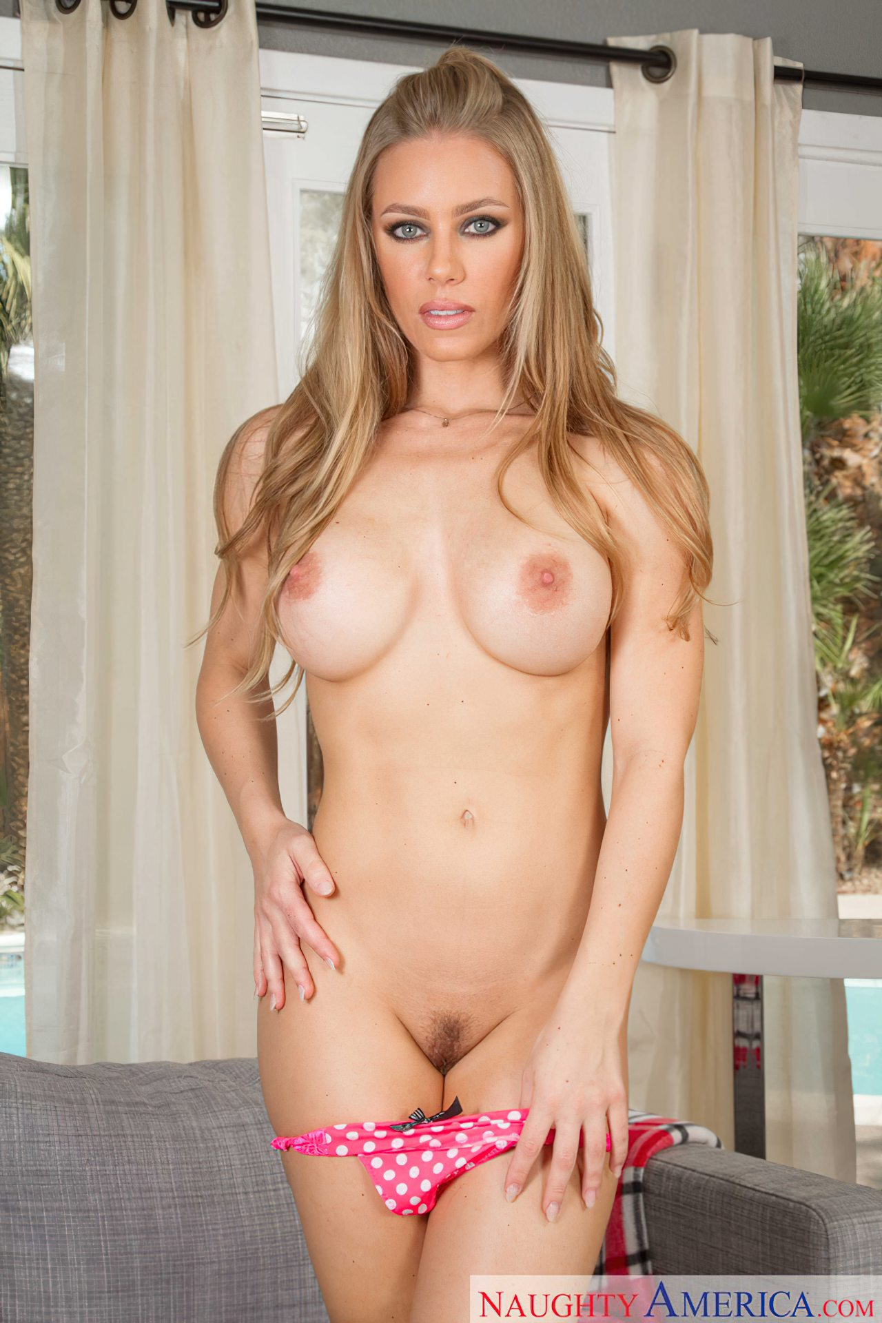 Striptease Nicole Aniston (6)