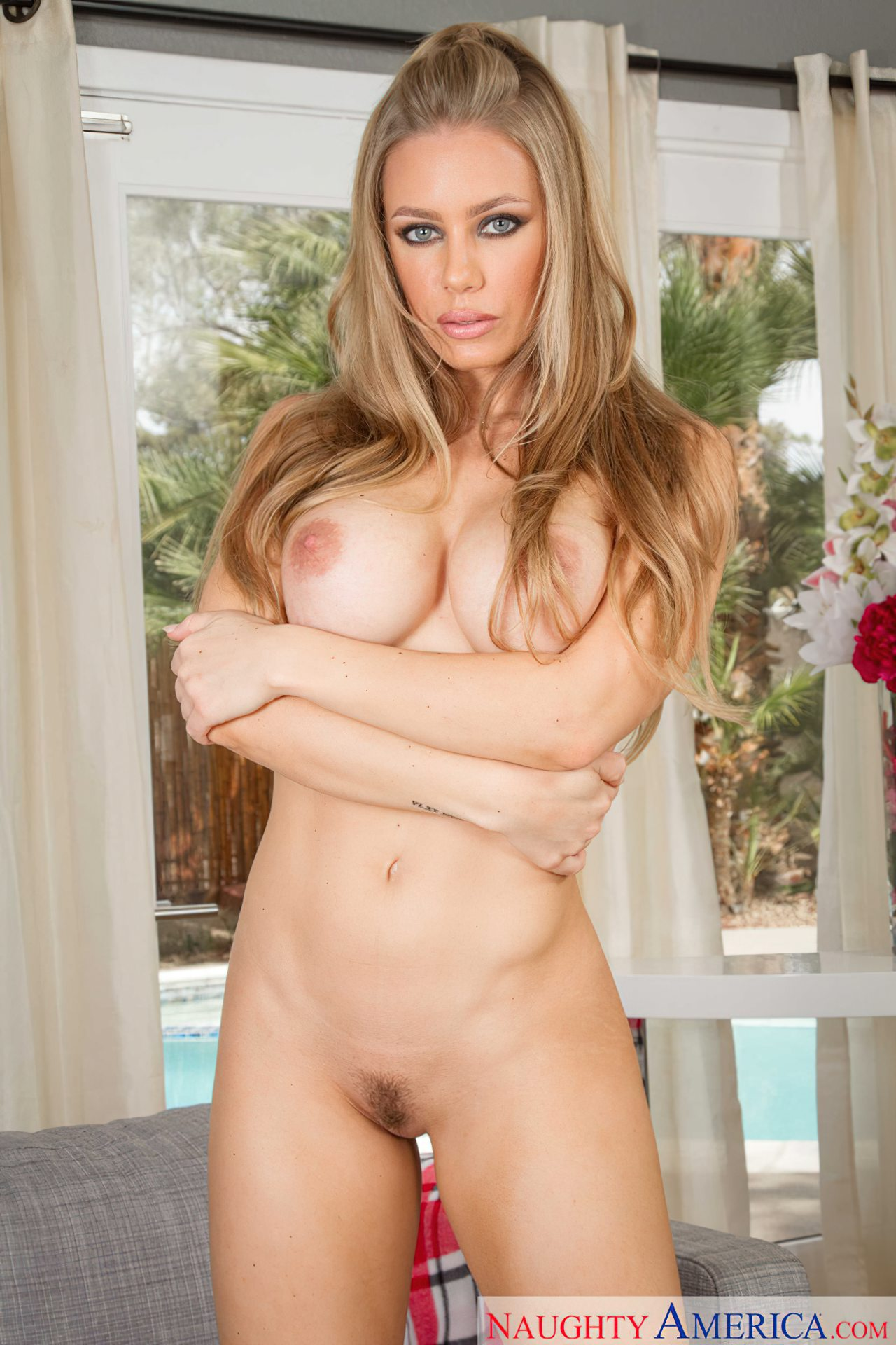Striptease Nicole Aniston (9)