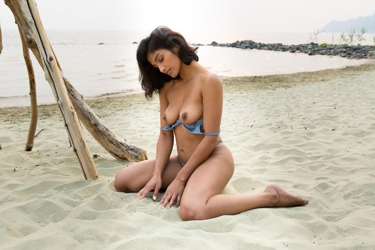 Morena Linda na Praia (3)