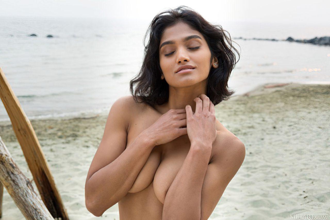 Morena Linda na Praia (4)