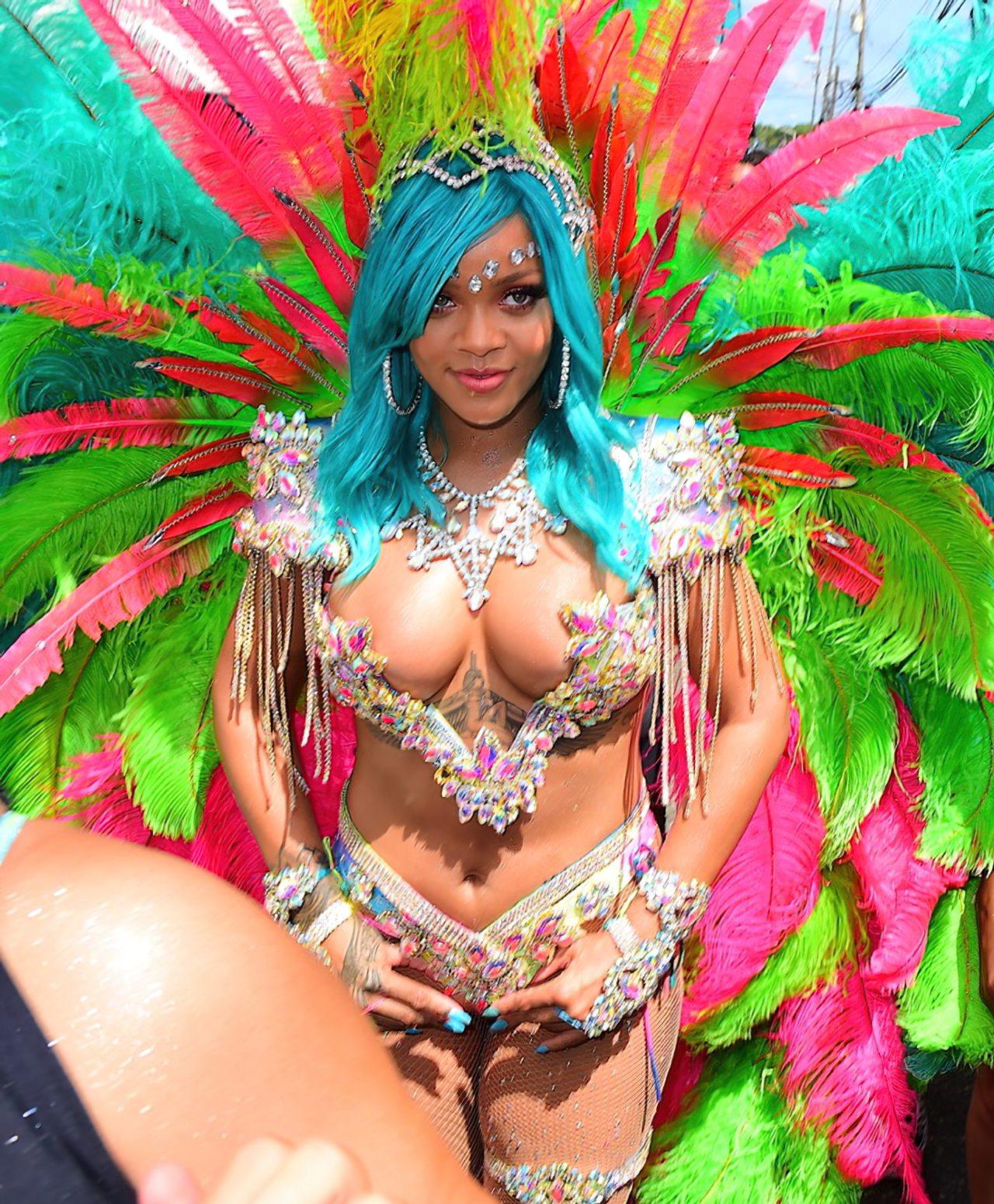 Rihanna Sexy Carnaval (11)
